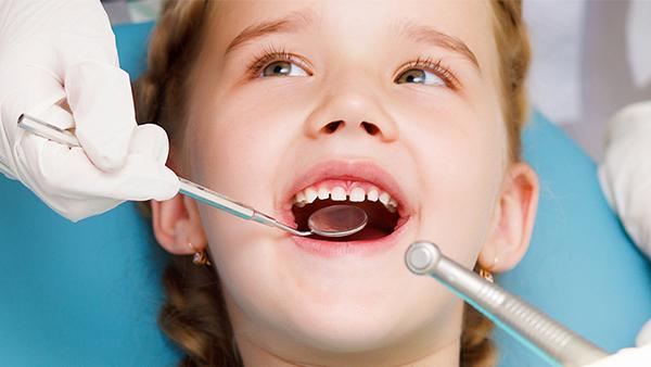 Dịch vụ điều trị sâu răng trẻ em - Nha khoa Quốc tế DND