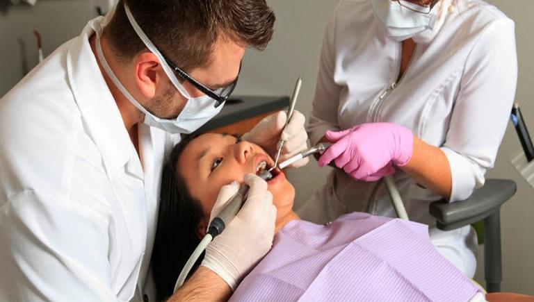 lấy cao răng - Nha khoa Quốc tế DND