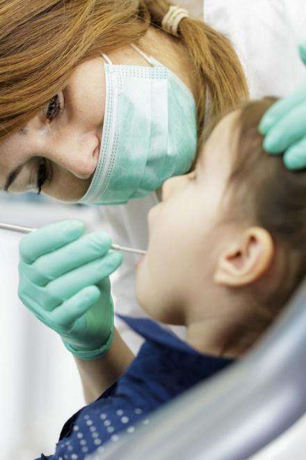 Điều trị sâu răng cho trẻ - Nha khoa Quốc tế DND