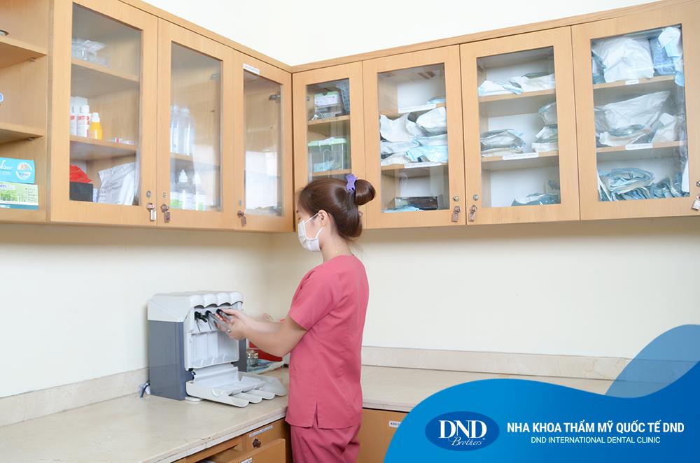 Một bước vô trùng trang thiết bị tại Nha khoa Quốc tế DND